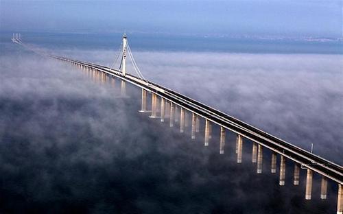 Мост Циндао Гайвань — самый длинный мост в мире длиною 42,5 километра.