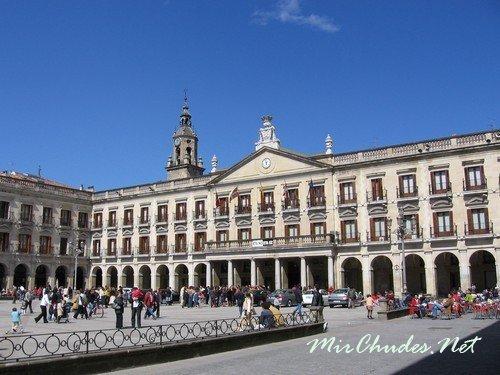 Самая знаменитая площадь Мадрида (Plaza Mayor)