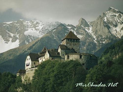 Замок Вадуц (Vaduz castle) — дом королевской семьи Лихтенштейна.