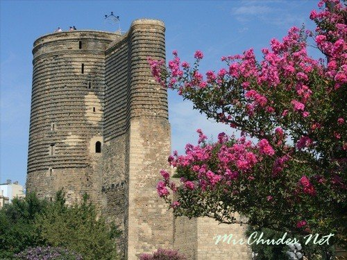 Девичья башня — одна из самых известных достопримечательностей Баку.