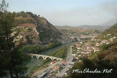 Вид на город Берат — один из многих культурных центров Албании