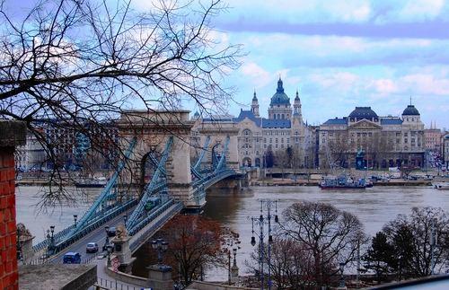 Будапешт — «Жемчужина дуная«. Вид на парламент.