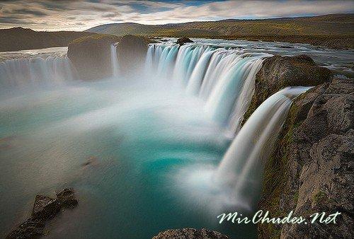 Исландия — страна дремлющих фьердов, романтичных льдов и водопадов.
