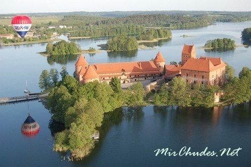 Единственный в Литве Исторический национальный парк в курортном городке Тракай.