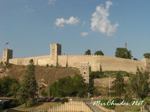 Средневековая крепость Скопско Кале, вот уже десятое столетие возвышающаяся над левым берегом знаменитой реки Вардар города Скопье (Македония).