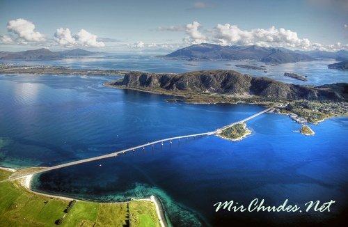 Норвегия славится уникальной природой и тихими фьордами с кристалльно чистой водой.
