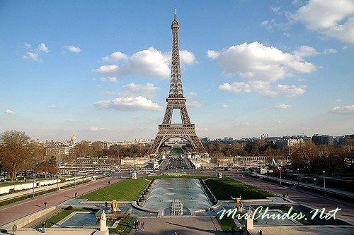 Эйфелева Башня — главный символ и достопримечательность Парижа.