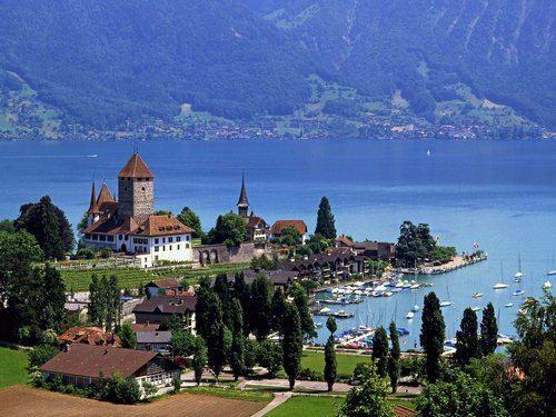 Швейцария — страна настоящего шоколада, хороших часов, стабильных банков.