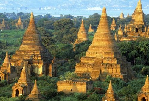 Баган — столица древней Мьянмы, застроенный четырьмя тысячами древних буддистских храмов.