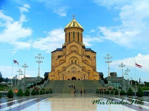 Собор Святой Троицы — один из самых больших и красивых соборов Грузии.