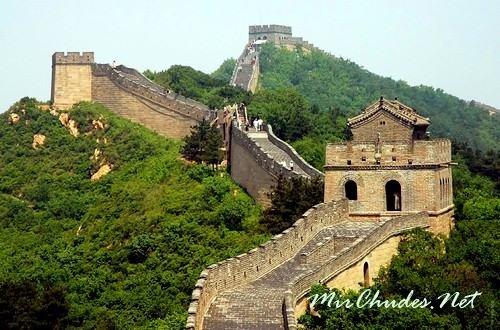 Китайская стена — самое длинное строение на Земле.