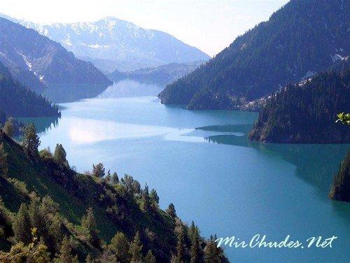 Сары-Челек — самое красивое озеро Кыргызстана, лежащее на высоте 1873 м над уровнем моря.