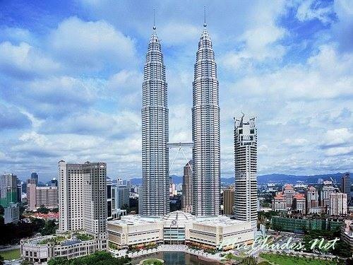 Башни Петронас — самый высокий 88-этажный небоскреб, высота которого составляет 451,9 м.