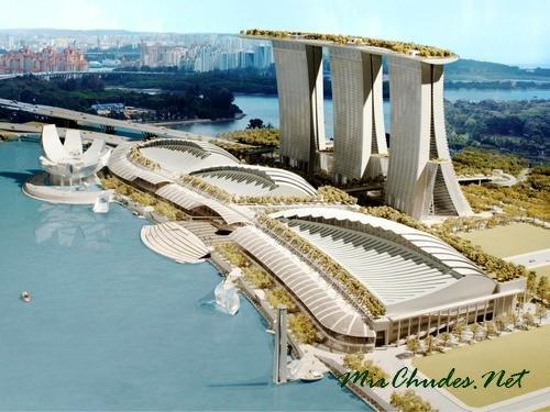 Marina Bay Sands — самый большой и красивый отель в Сингапуре.