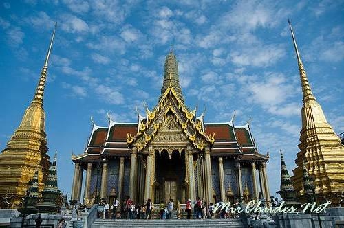 Храм Изумрудного Будды в Бангкоке.
