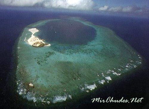 Острова Спра́тли — архипелаг в Южно-КитайскоМ море, состоящий из более чем 100 мелких островов.