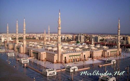 Мечеть аль-Харам — крупнейшая мечеть в Мире, разположена в Мекке.