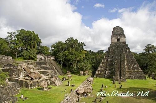 Пирамиды майя в Гватемале.