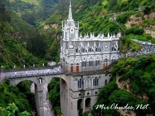 Собор Лас-Лахас — необыкновенный собор в Колумбии, разположен в ущелье на реке Гуайтара.