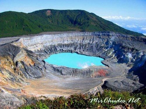 Вулкан Иразу — самый активный и самый высокий вулкан (3432 м) в Коста-Рике.