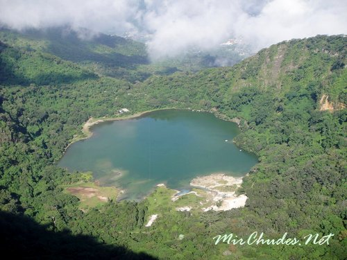 Лагуна Алегрия разположена в кратере вулкана Tecapa, и является одним из самых красивых мест в Сальвадоре.