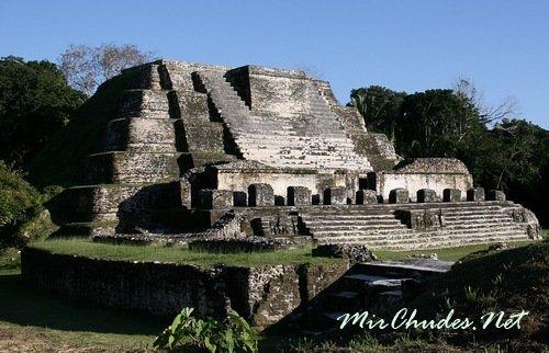 Алтун-Ха («каменный водоем«) — руины древнего города великой цивилизации майя.