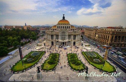 Дворец Изящных Искусств в Мехико — столице Мексики.