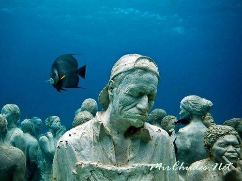 Самый первый в Мире Подводный парк скульптур расроложен у берегов Гренады.