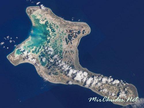 Остров Рождества — самый большой в мире атолл площадью 321 км² (Кирибати).