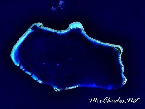 Атолл Бикини (Маршалловы острова) — от названия этого атолла произошло название женского купального костюма.