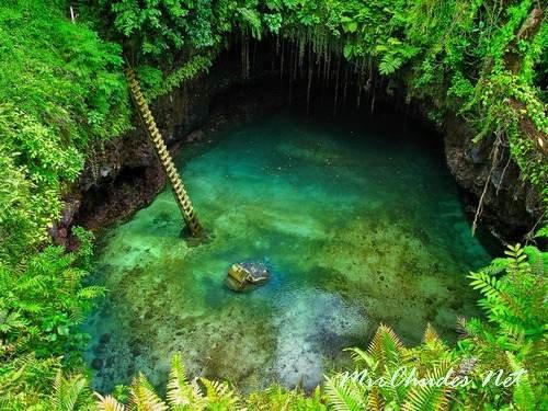 То Суа — завораживающее бирюзовое озеро в Самоа.