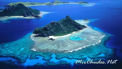 Фиджи — архипелаг в состав которого входят 332 острова.