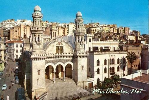 Кетшау Мечеть — одна из самых известных достопримечательностей Алжира.