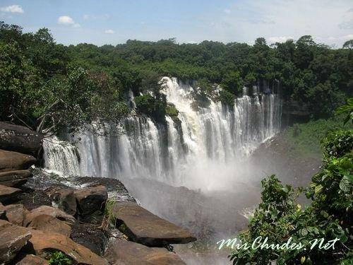 Водопад Каландула на реке Лукала в Анголе — второй по величине водопад Африки.