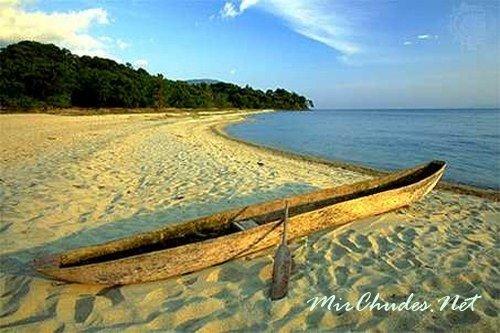Танганьика —  самое длинное озеро в Мире протяжностью 676 км.
