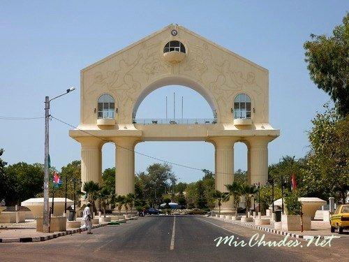 «Арка 22» при въезде в город Банжул — столицу Гамбии.