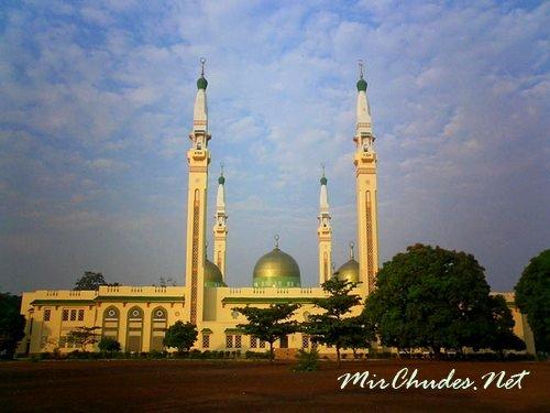 Мечеть Гранд Конакри — самая большая мечеть не только в Гвинее, но и в Западной Африке.