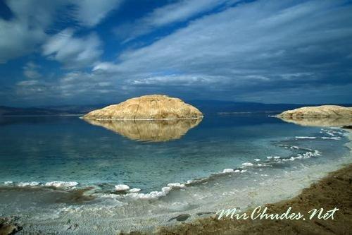 Ассаль — озеро в центре Джибути, которое расположено на 155 м ниже уровня моря и является самой низкой точкой Африки. Солёность озера составляет 35%, что делает его одним самым солёным озером в Мире.