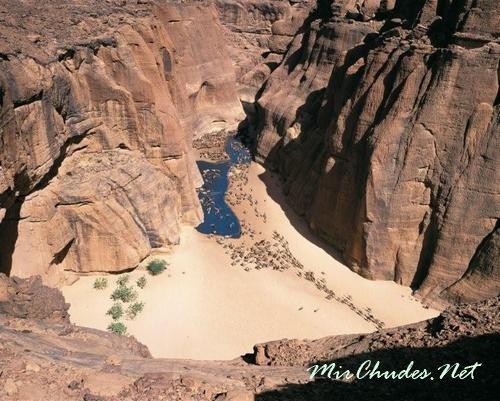 Эннеди — горное плато в Республике Чад и уникальный природный заповедником посреди Сахары.