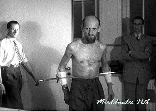 Арнольд Геррит (Мирин Дажо) пронзенный шпагой.