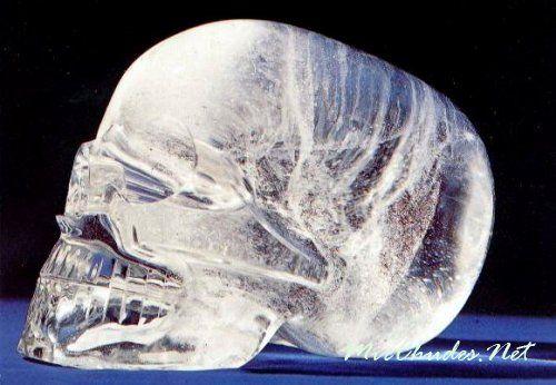 Загадочный хрутальный череп, найденный в древнем городе майя.