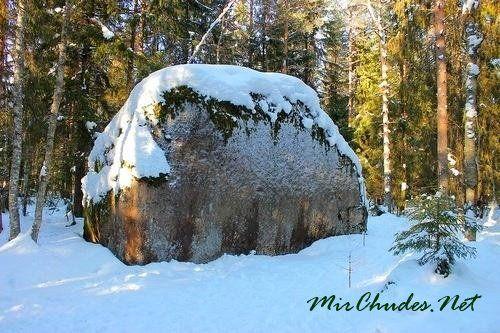 Величайшим камнем Велеса называли камень, который с древних времен лежал на склоне Боровицкой горы вблизи храма Ивана Предтечи.