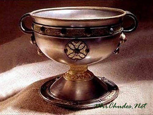 Тайная чаша Грааля. Ученые считают, что это и есть кубок Брана, который исцелял больных и воскрешал мертвых.