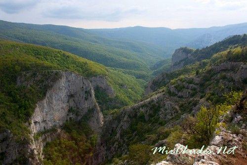 Большой Крымский Каньон со своими местами силы способствует физическому оздоровлению человека.