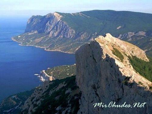 Удивительный вид с вершины горы Ильяс-Кая на бухту Ласпи.