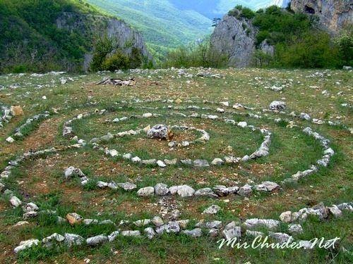 Лабиринт стихий — это храм в честь могущества и силы природы, ее величия и совершенства.