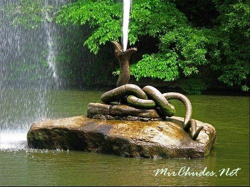 Фонтан «Змея» высотой18 метров.