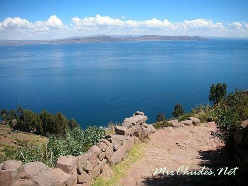 Озеро Титикака — самое высокогорное озеро в Мире.
