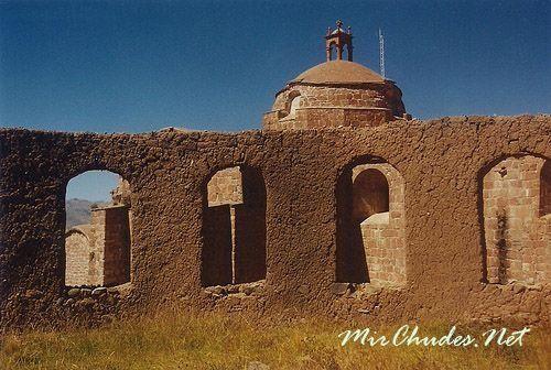 Руины инков на берегах озера Титикака.