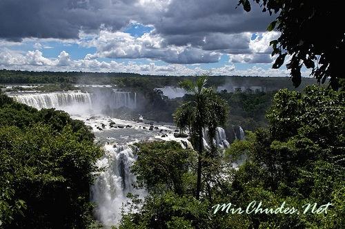 На языке индейцев гуарани название Игуасу означает «Большая Вода».